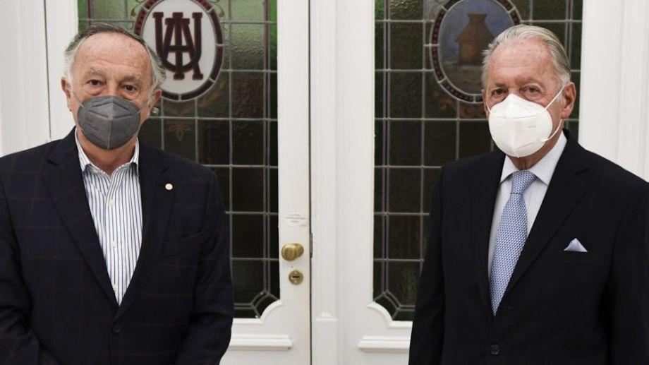 Funes de Rioja (a la derecha) planteó sus condiciones de trabajo ante el gobierno nacional, apenas asumido. Foto: Télam.-