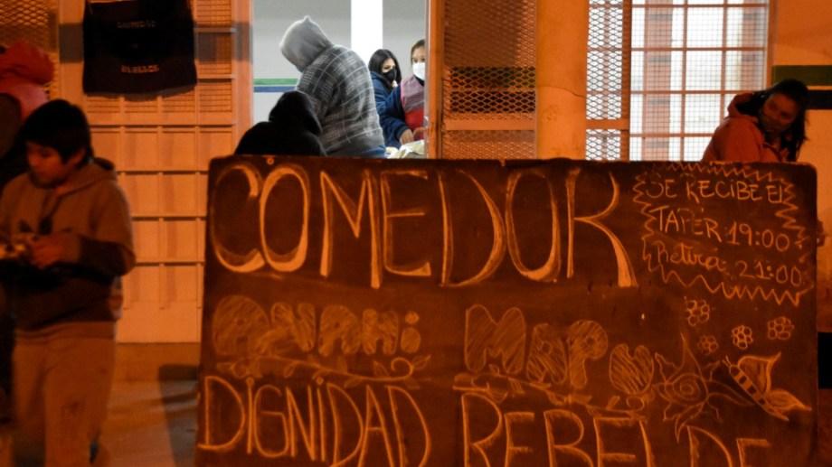 Comedor de Anahí Mapu, Cipolletti. Desde los barrios aseguran que se registra un el crecimiento de factores de riesgo como la obesidad por mala alimentación. Foto: Florencia Salto.