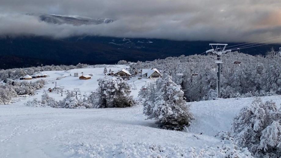 Postal otoñal del centro de esquí después de las nevadas. Se aguardan nuevas precipitaciones la semana próxima. Foto: Gentileza Chapelco.