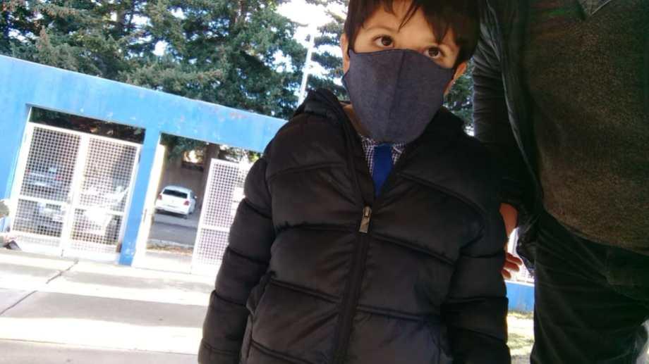 La historia de Agustín. Va a un jardín público en Bariloche y le diagnosticaron el trastorno SYNGAP1 tras un test genético.