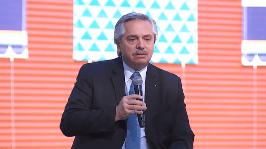 Fernández anunció la prórroga del DNU sobre restricciones.