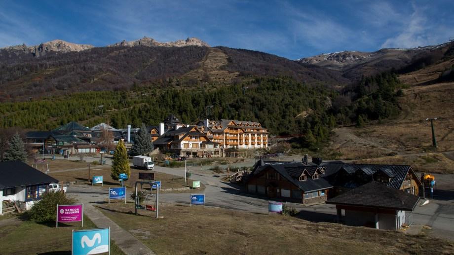La base del cerro suele prepararse en esta época del año para la temporada alta (Foto: Marcelo Martínez)
