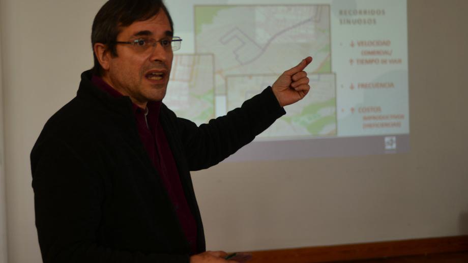 El asesor técnico de la Intendencia, Germán Bussi, explicó este lunes los detalles del plan. (foto Alfredo Leiva)