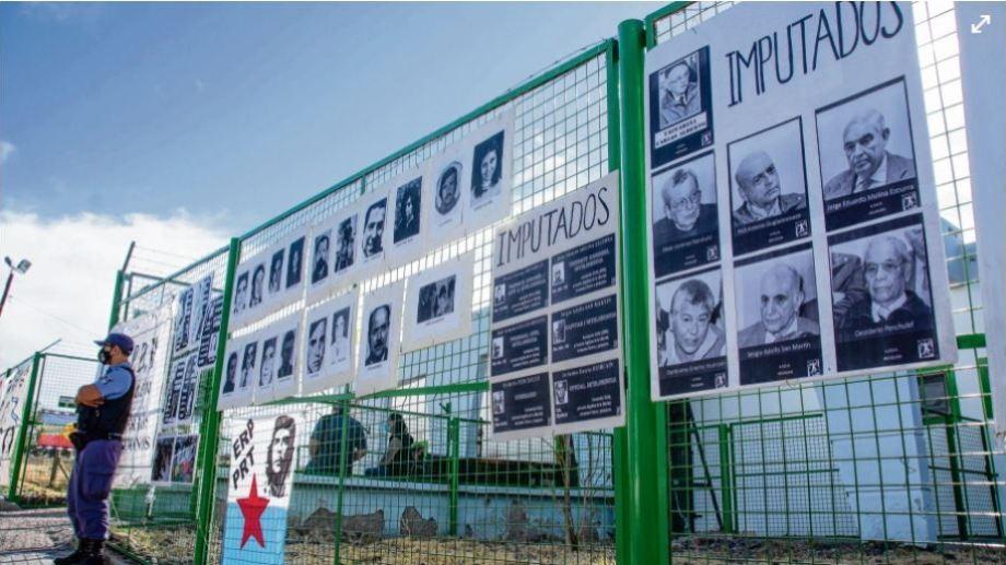 El exterior del local de la Mutual de la UNC donde se desarrollan las audiencias semipresenciales (Telam)