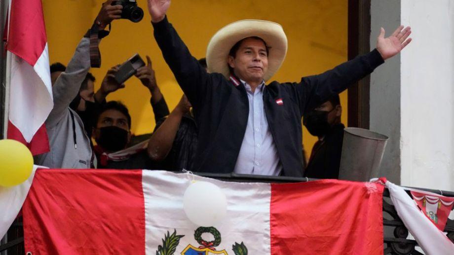 Castillo seguía al frente con 50,19% de los votos válidos contra 49,81% de Fujimori cuando se había completado el conteo de 98,48% de las actas.