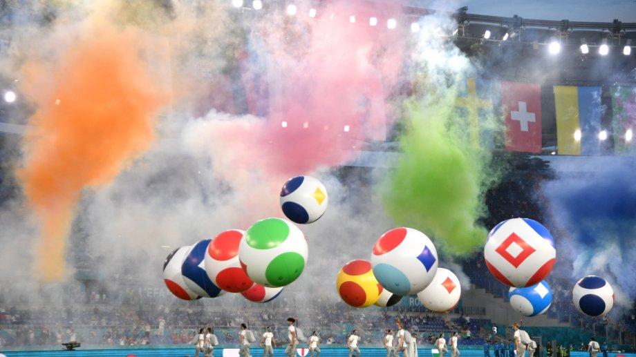 Todo el colorido de la fiesta de inauguración en el Olímpico de Roma. Luego, la Azurra le dio una lección de fútbol a Turquía.