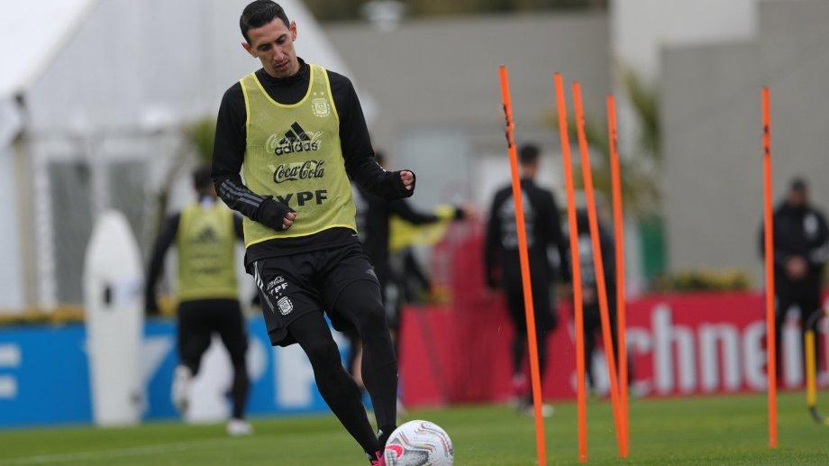 Ángel Di María podría ingresar por Nico González para jugar este viernes ante Uruguay.