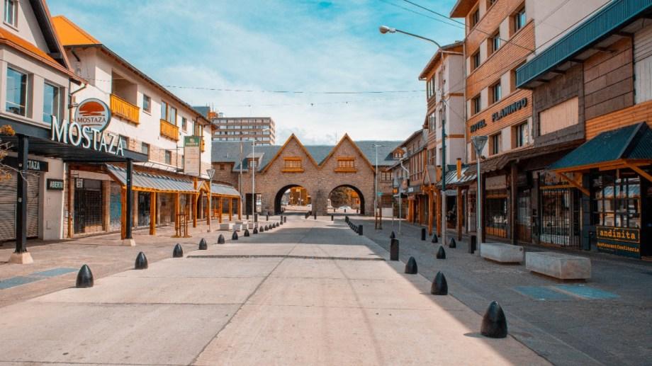 Las autoridades y el sector turístico no quieren la imagen de la calle Mitre vacía como en los primeros meses del aislamiento el año pasado.