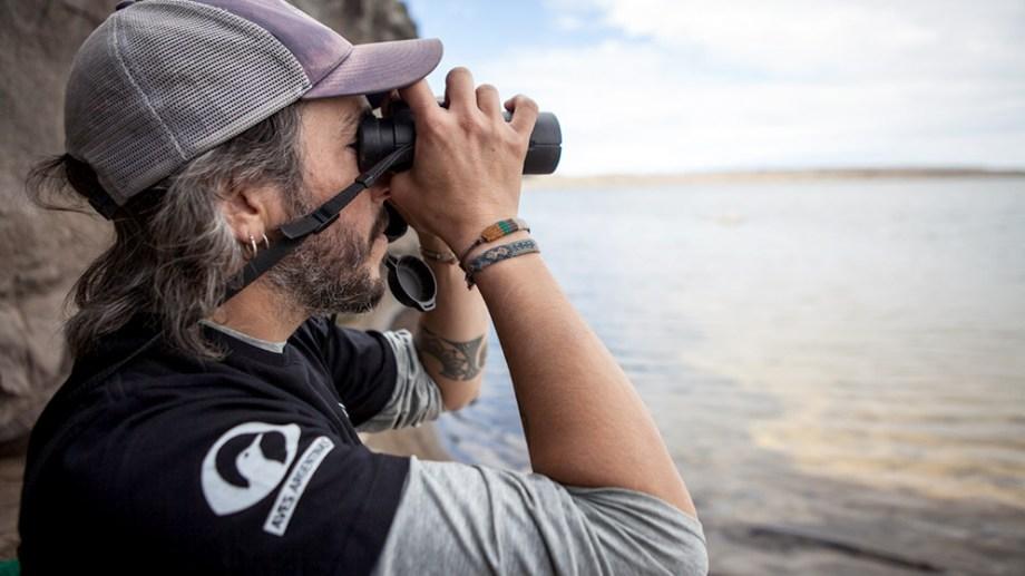 """Ignacio """"Kini"""" Roesler es miembro de la ONG Aves Argentina e investigador del CONICET con lugar de trabajo en la Fundación Bariloche. Acaba de ser galardonado con el Premio Whitley de conservación natural -también conocido como el """"Óscar verde""""- en Inglaterra. Foto: gentileza de Gonzalo Pardo y Adrián Sanz"""