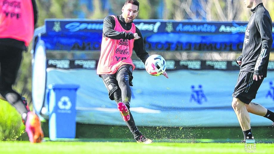 El seleccionado encabezado por Lionel Messi vuelve a jugar en el país después de seis meses.