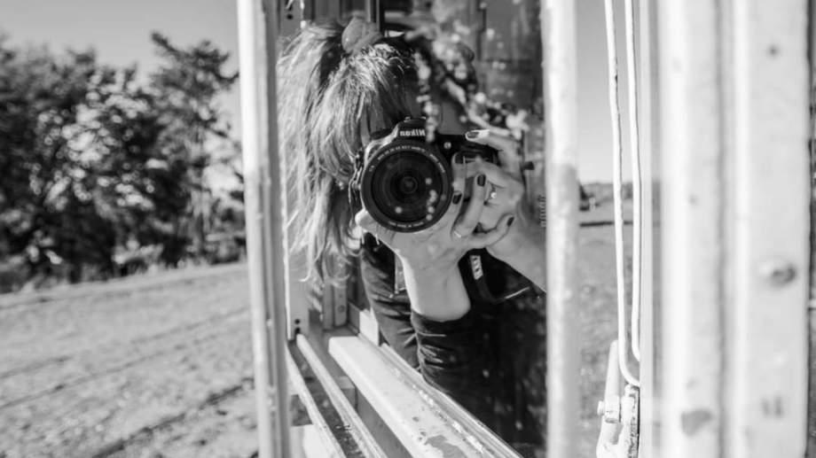 "Click. ""Fotografiar es una manera de expresar lo que siento"", dice Macarena."