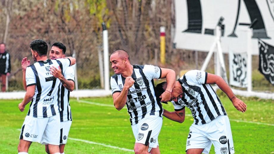Cipolletti le ganó a Ferro la semana pasada en el regreso a la actividad. Hoy irá contra Villa Mitre. Foto: Flor Salto