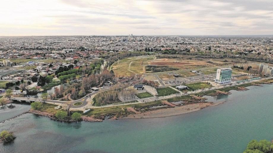 El proyecto para construir viviendas multifamiliares en el Paseo de la Costa sigue en comisiones.
