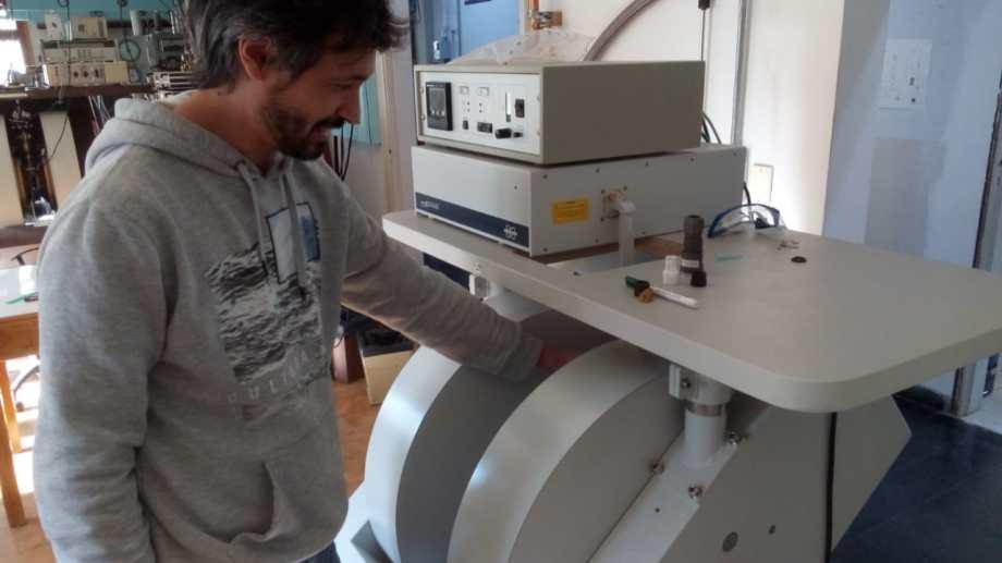Entusiasmo, El científico Javier Gómez y su equipo estudia fósiles de moluscos que vivieron zonas que hoy ya no están ocupadas por el mar en costa atlántica de la Patagonia.