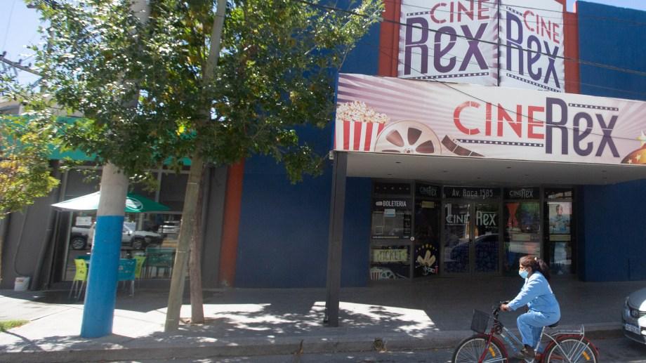 La cartelera estará vigente hasta el 23 de junio. Foto Juan Thomes.