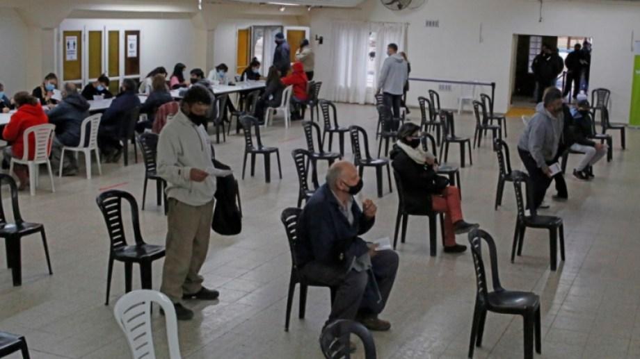 En Río Negro son más de 148.000 las personas que esperan la segunda dosis. (Foto archivo: Juan Thomes)