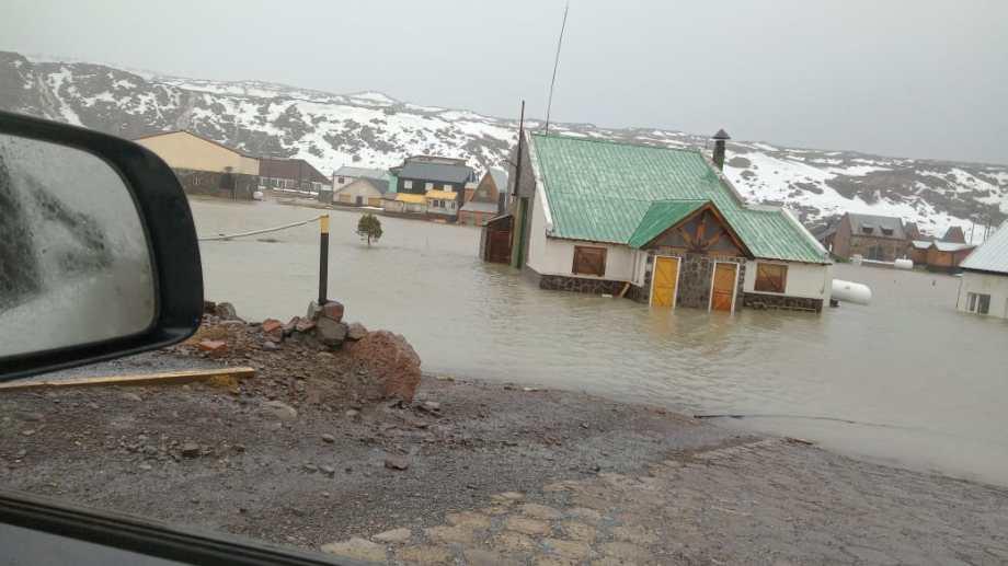 Cayeron 50 milímetros en la noche del martes y el agua desbordó de los arroyos. Foto: Gentileza