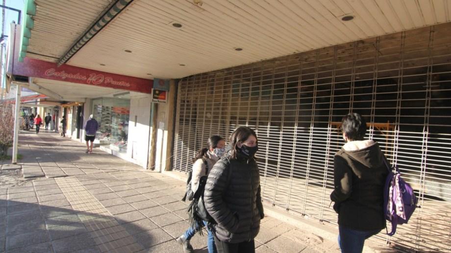 El relevamiento de los locales inactivos en Neuquén se hizo en la primera semana de junio. Foto: Oscar Livera.