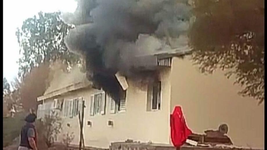 Esta foto fue tomada poco después de la explosión en la escuela albergue de Aguda San Roque. (Gentileza).-