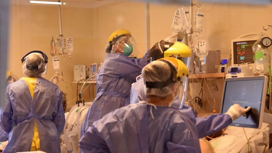 Los casos bajan pero las terapias intensivas no se descomprimen. Foto: archivo Florencia Salto