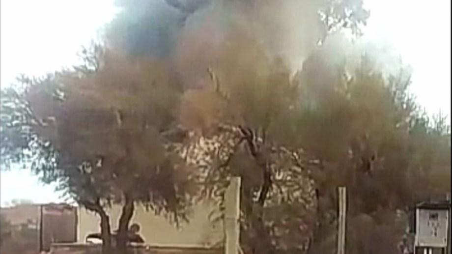 La explosión en la escuela de Aguada San Roque, cerca de Añelo dejó tres víctimas fatales. (Gentileza)