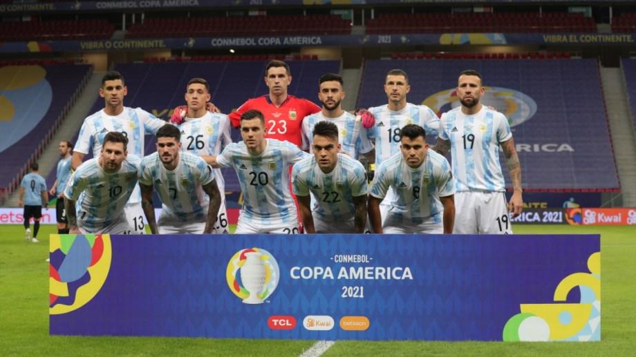 La formación de Argentina contra Uruguay tuvo varias modificaciones. De los ''históricos'' apenas dos fueron titulares: Messi y Otamendi.