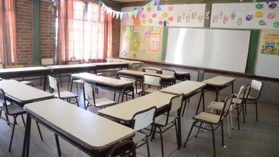 Los alumnos de primero a tercero podrán regresar al aula.   Foto: Yamil Regules