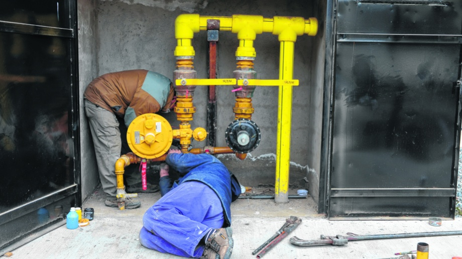 Los gasistas matriculados advierten que se siguen habilitando nuevas construcciones y que no podrán tener gas si se mantiene el cuello de botella en Camuzzi. Foto: Alfredo Leiva
