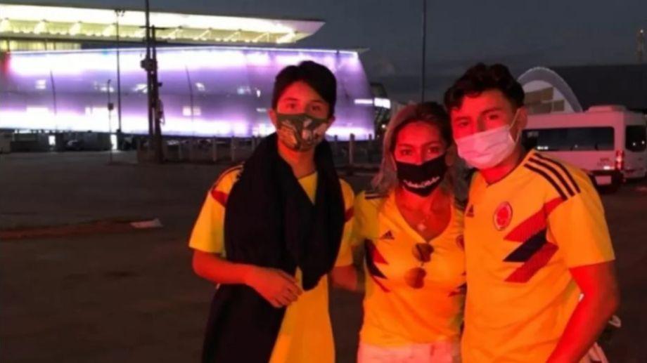 Julia y sus dos hijos se acercaron al estadio Arena Pantanal, pero se quedaron en la puerta.-