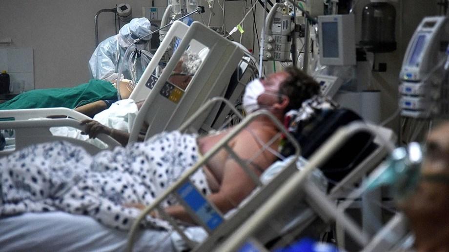 La salida real para la cuestión es la construcción de plantas de oxígeno en cada hospital de contingencia Covid.