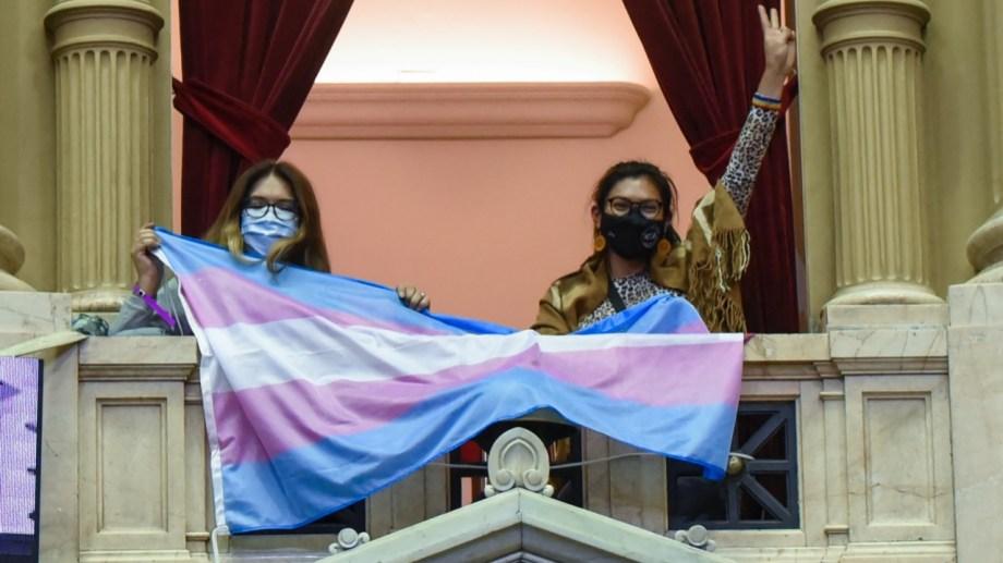 Activistas siguieron el debate en el recinto. Foto gentileza.