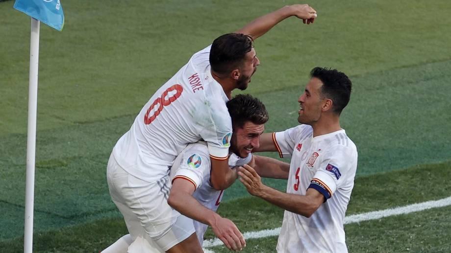 España logró su primer triunfo en la Euro y en octavos jugará contra Croacia.