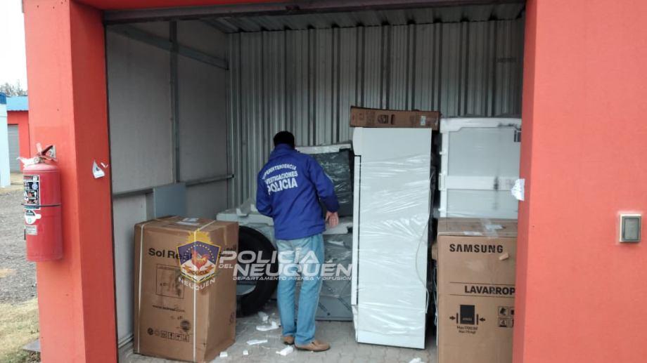 Los electrodomésticos hallados en un box de Plottier. Foto: Prensa de la Policía.