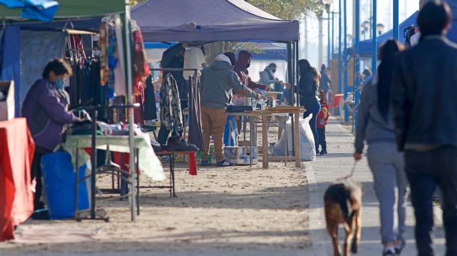 De manera excepcional, el municipio autorizó la actividad en la feria hoy jueves y mañana. Los emprendedores reclamaron un mayor aporte. (foto: Juan Thomes)