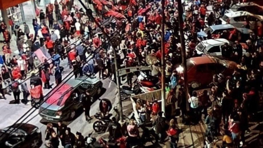 Los hinchas del Sabalero llenaron las calles santafesinas.
