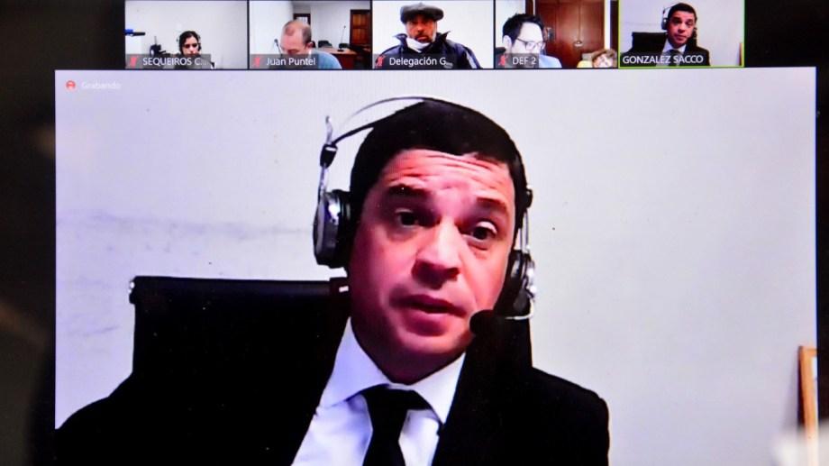 El fiscal González Sacco presentó los cargos en Viedma. Foto: Marcelo Ochoa.