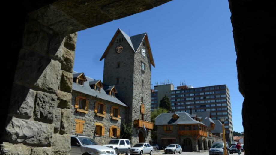 Los empleados municipales de Bariloche recibieron hace dos meses una suma fija de 10.000 pesos. Archivo
