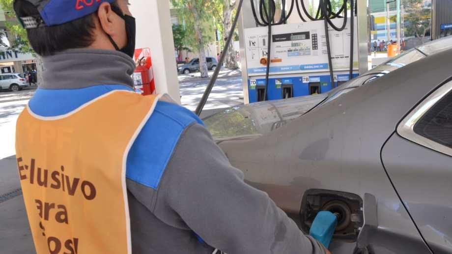 El consumo de combustibles cayó un 8,4% y fue impulsado por un importante desplome en el expendio de gasoil. (Foto: archivo)