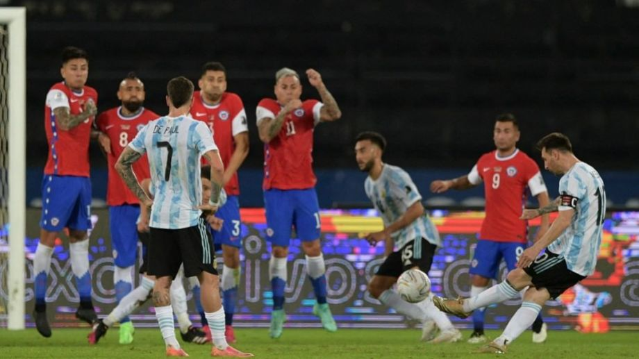 Messi abrió la cuenta para Argentina, que otra vez no pudo sostener la diferencia contra Chile.  Foto: Prensa AFA