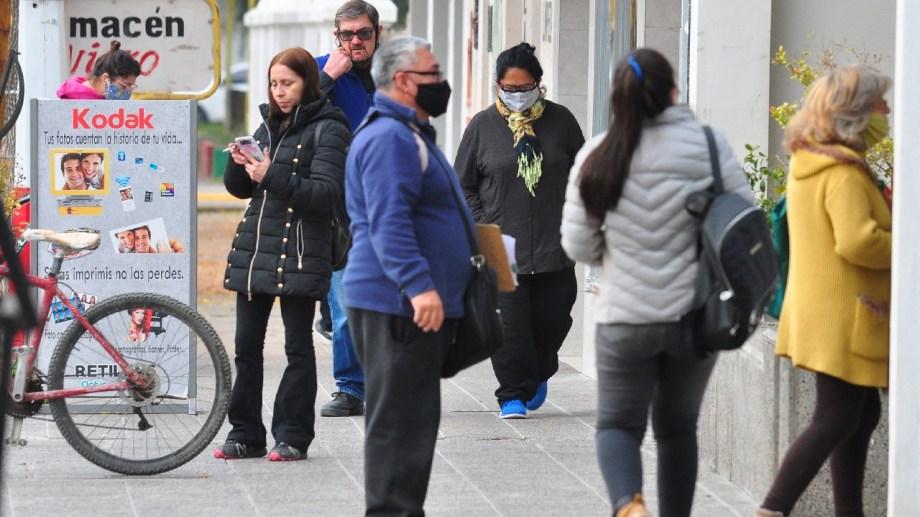 Municipios del Alto Valle Este adhirieron a las medidas de restricción hasta el viernes. (Foto Néstor Salas)