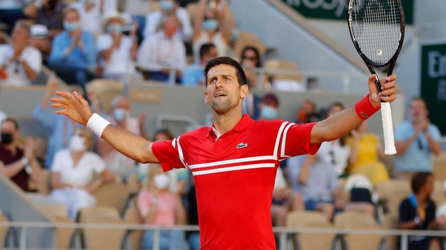 Nole abre los brazos y festeja en París. El mejor del mundo sigue batiendo records en el tenis.