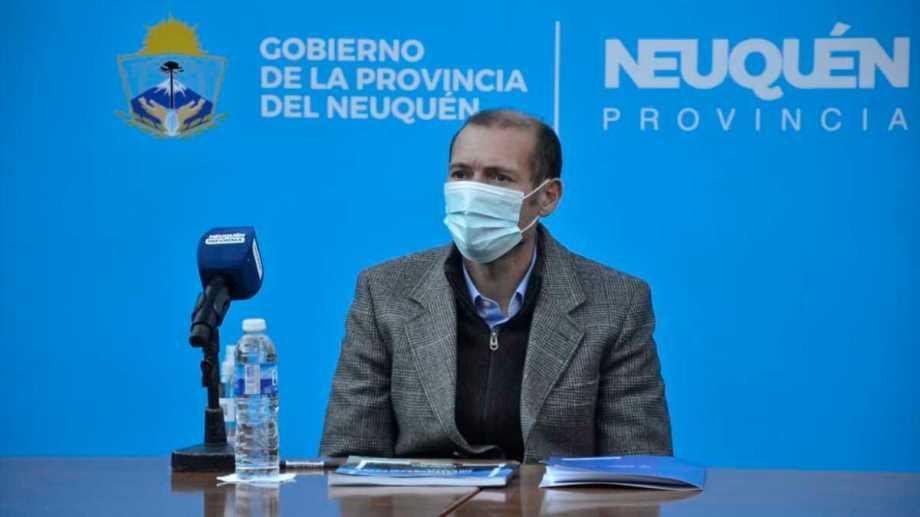 Gutiérrez anunció el retorno a la presencialidad de algunos niveles, la reapertura de los cines y los teatros. (Archivo).-