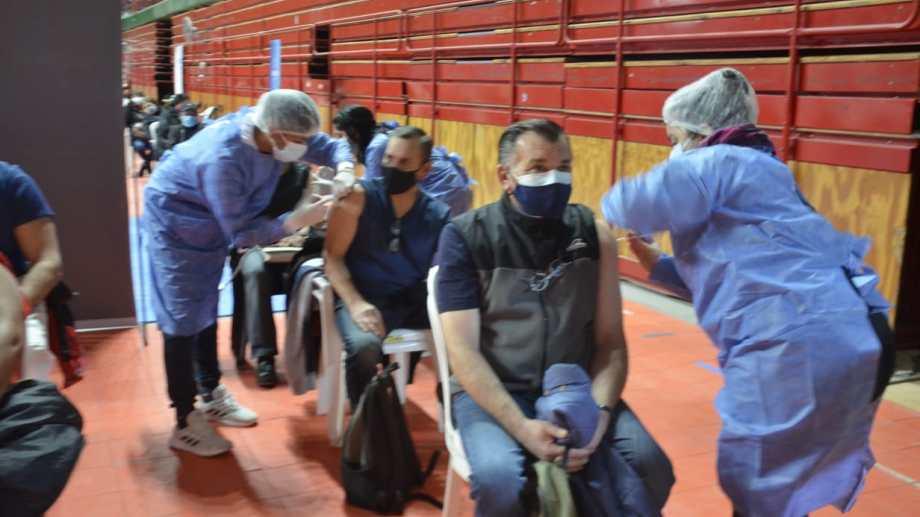 La vacunación continuará hoy en Neuquén y Plottier. (Yamil Regules)