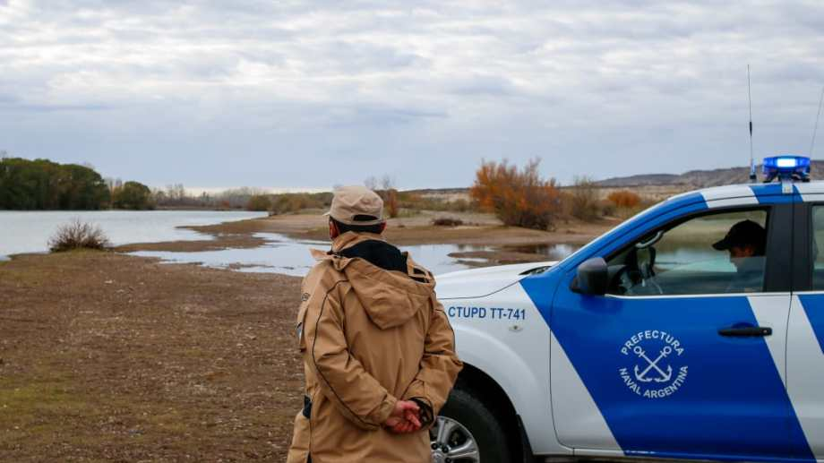 Desde las 8.30, el personal de Prefectura retomó el operativo en el cauce de agua. (foto: Juan Thomes)