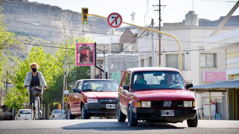 Se anunció que por el momento no se instalarán señalización sonoro en semáforos de Regina. (Foto Néstor Salas)