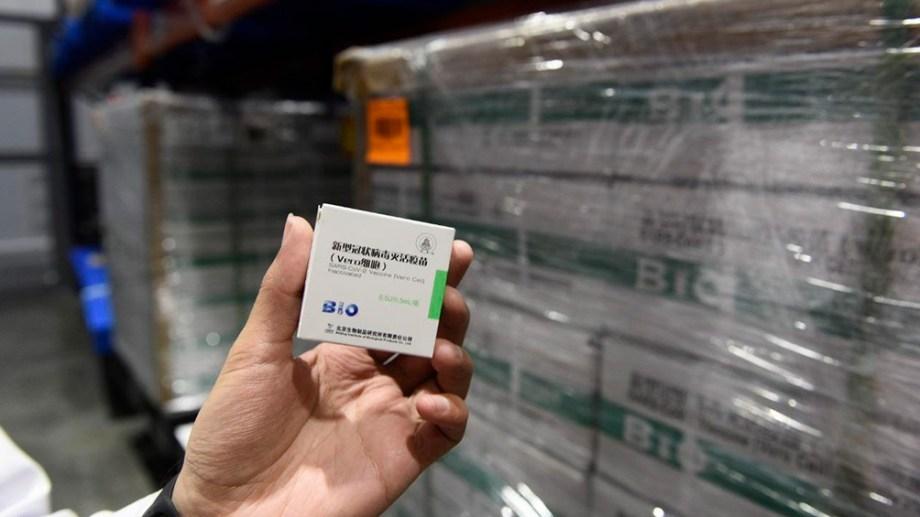 La ministra comentó que hoy llegó el contrato por 2 millones de dosis de la vacuna Sinopharm que van a llegar durante el mes de junio.