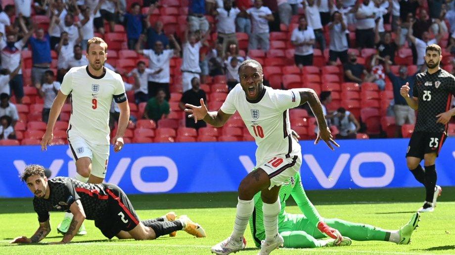 Sterling anotó el único gol para Inglaterra, que le ganó a Croacia en Wembley.