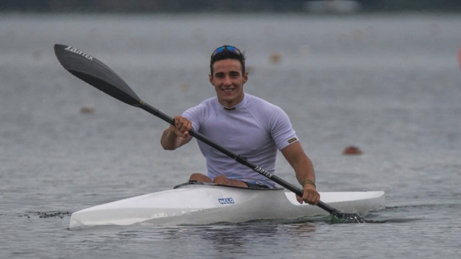 Rodríguez, el palista nacido en el río Negro, entrena duro de cara a sus dos compromisos. Foto Gentileza.