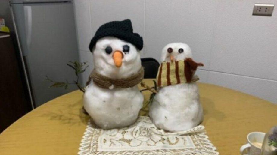 Tito y Blanca están felices de haberse encontrado tras las dos nevadas.-