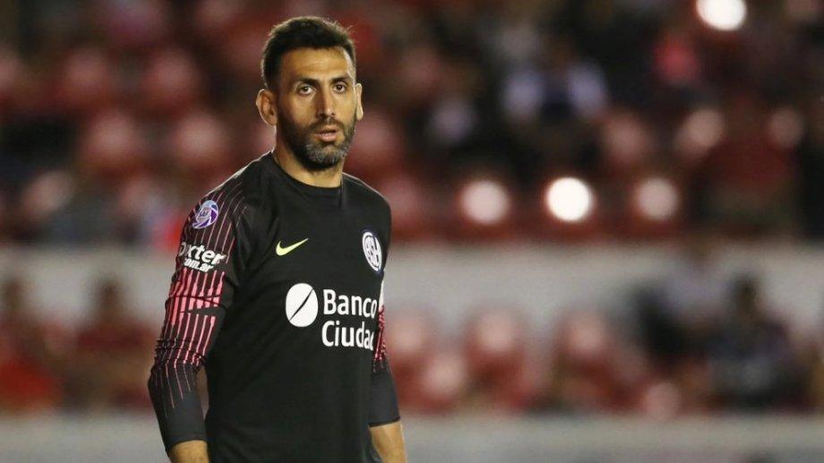 Sebastián Torrico todavía no arregló su continuidad en San Lorenzo y los hinchas están indignados.